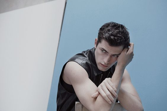 Sean OPry Plays with Minimalism for Elle Man Mexicos Cover Story image sean elle man006