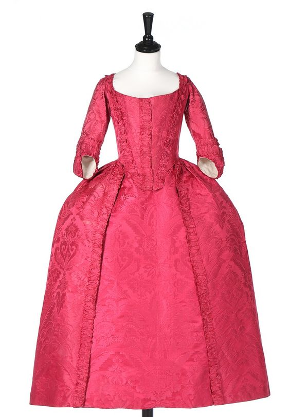 Robe à l'Anglaise, ca. 1770, fabric: late 1720s, early 1730s. Crimson silk damask, front skirt edging an dangular cuffs edged in pinked, scalloped furbelows, ivory silk lining.