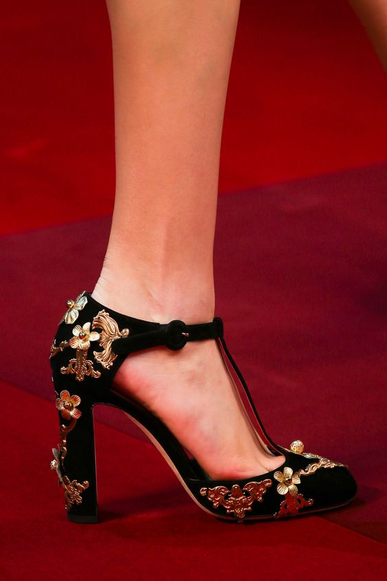 Spring 2015 Ready-to-Wear - Dolce & Gabbana. Detail. Photographed by Marcus Tondo / Indigitalimages.com.