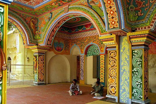 L'Inde du sud est un autre voyage, bien différent du nord du pays, qui présente un paysage architectural d'exception avec ses palais et citadelles rajputs.