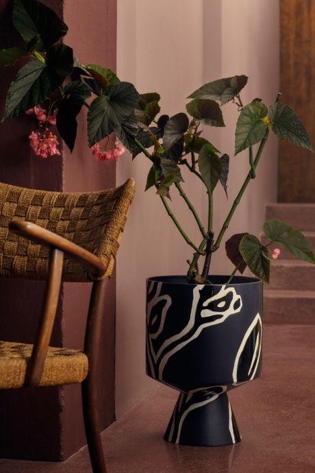 Snart kan du indrette dit hjem med smukke vaser og krukker designet af Kähler og Stine Goya. Her kan du se hele den nye 60'er inspirerede keramikserie, der er blevet skabt i samarbejde mellem den danske designer og det populære keramikbrand.