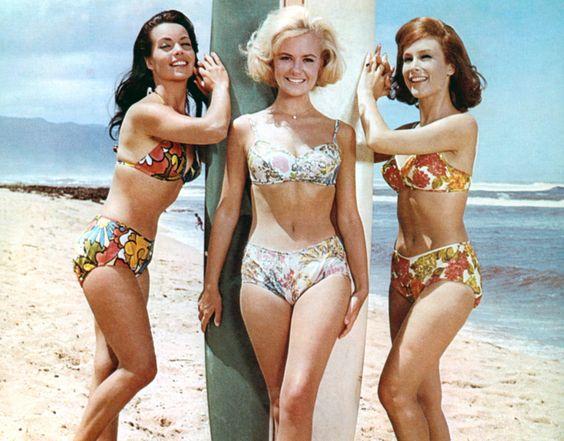 """Susan Hart, Shelley Fabares e Barbara Eden no filme """"Mar Raivoso"""" (1964)"""