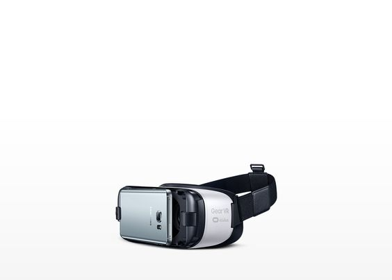 Gear VR with Galaxy Note5 being attached to front