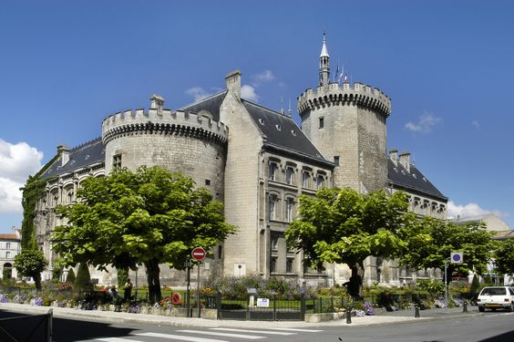 City Hall in Angoulême, Poitou-Charentes - Erected on the site of the château des comtes d'Angoulême, it is built in néo-gothique style. Dating from the XIX century, it was integraged with the medieval towers of the ancient château.