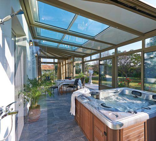 Une Véranda Avec Spa Hot Tub Room Indoor Jacuzzi Hot Tub Outdoor