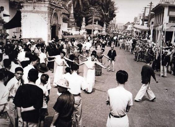 old-songkran-photo-This photo and stack of good Thailand Info @ http://islandinfokohsamui.com/