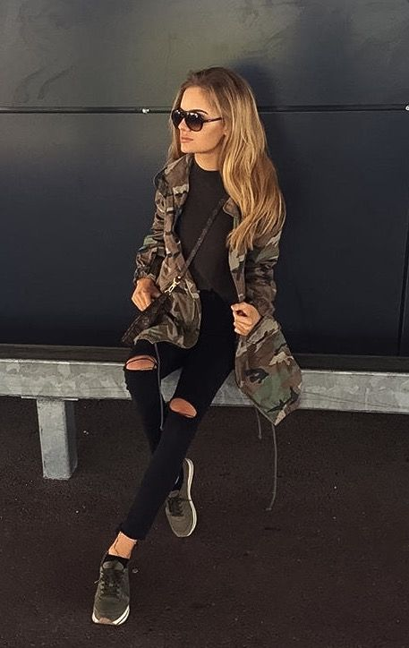 Army camo outfit jacket black jeans top sneakers camoflauge khaki green street chic fashion