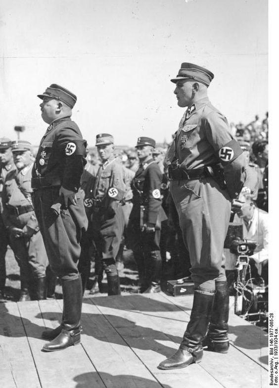 """* Ernst Röhm (L) and Edmund Heines * 1933. Ambos Gays e integrantes das """"SA""""."""