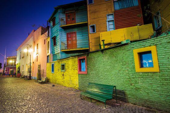 Caminito, callecita breve y curva que el pintor boquense Quinquela Martín transformó en un paseo que pintó con colores primarios. Uno de los sitios mas visitados de nuestro país. #CompartíArgentina