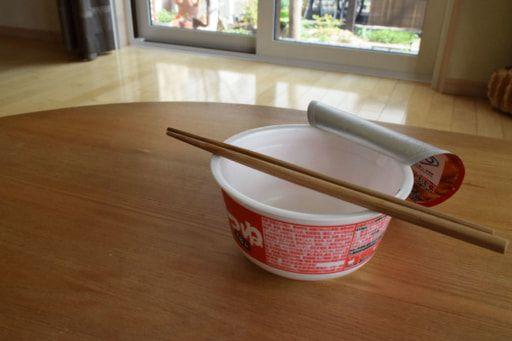 ダイソーのセメントとカップ麺の空き容器で プランター をdiy