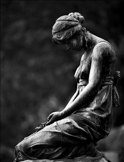 Thedeadgameblog Frozen In Place Dripping Tears For Centuries Memories Of A Life Time Praying For Salvation A Frown For Eternity One Of Many A Garden For Cemetery Statues Statue Cemetery Art
