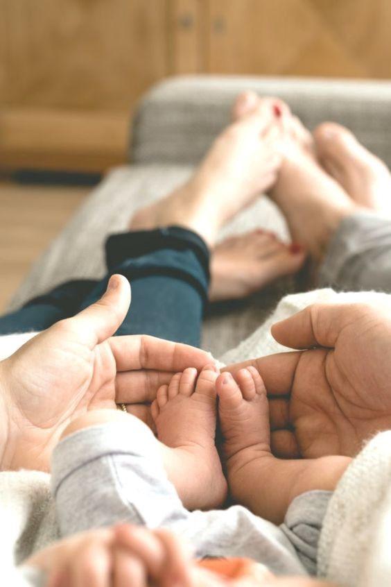 25 Ideias de Fotos para Tirar com seu Bebê!! - Suzy Hurt - Medium