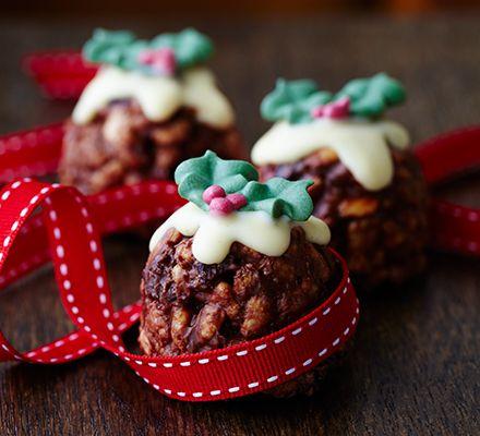 Christmas pudding Rice Krispie cakes #christmas #food #recipe Visit us: http://explodingtastebuds.com