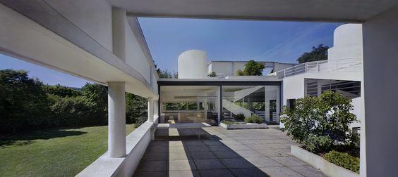 Richard Pare, Le Corbusier (Charles-Édouard Jeanneret). Villa Savoye, Poissy-sur-Seine, France (Exterior view). 2012