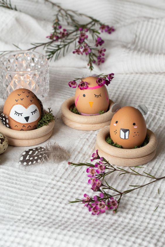 Ostereier als Tiere bemalen. Kreative DIY Idee zum Selbermachen zu Ostern. Tierische Ostern-Spaßfaktor am Frühstückstisch oder im Osterkörbchen garantiert.