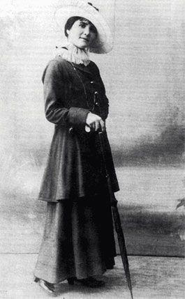 Florbela Espanca, birth name Flor Bela de Alma da Conceição), Portuguese poet, Precursor of the feminist movement in #Portugal, she had a tumultuous and eventful life that shaped her love, erotic and feminine writings.