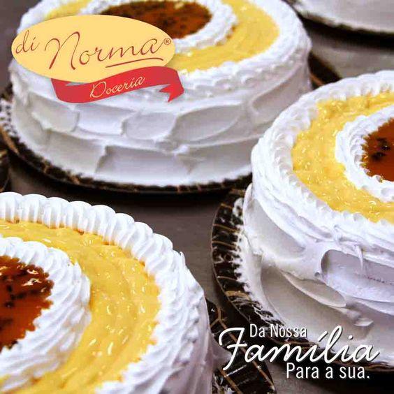 Bolo Mousse de Maracujá: Pão de ló recheado com mousse de maracujá, cobertura de marshmallow, mousse e calda de maracujá.  #love #DiNorma #curta e #compartilhe