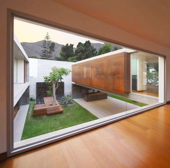 Espaçosa Casa Moderna: La Planicie House II por Oscar Gonzalez Moix