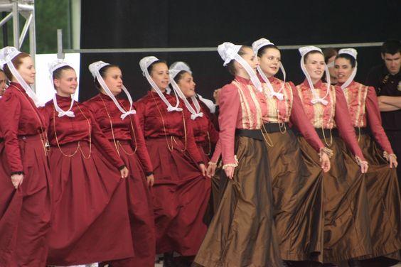 Costumes traditionnels bretons - Finistère