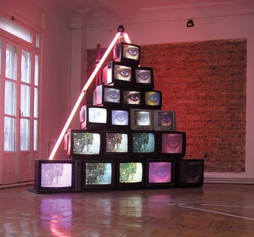 Tv Room Built Using Old Tvs Surreal Art Art And Architecture