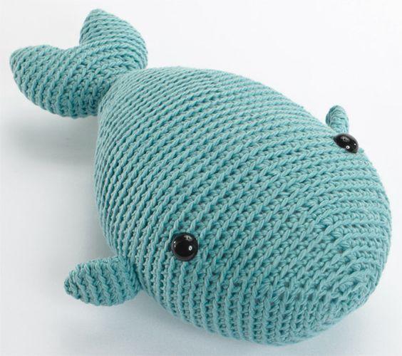 Free whale crochet pattern!