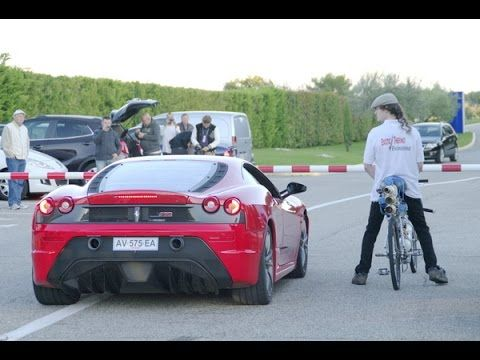 Esta bike deixou uma Ferrari comendo poeira