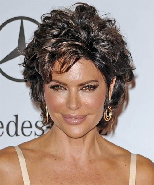 Lisa Rinna short wavy hairstyle: