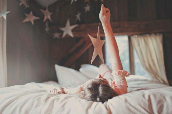 Simplicidade é ter o céu e querer apenas  uma estrela.  Bruno César***