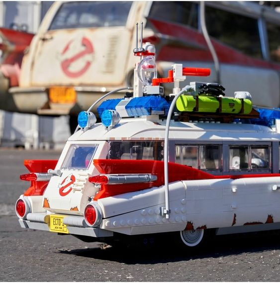 Side by Side comparison with the 1:1 real life Ecto-1 lego 10274