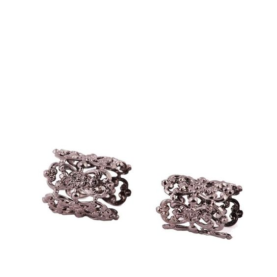 Tamarzizt Ring Duo (85.560 CLP) ❤ liked on Polyvore featuring jewelry, rings, black, black lace jewelry, kohl jewelry, fingertip rings, black jewelry and adjustable rings