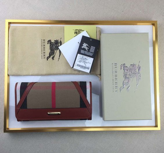 Twitter// #Burberry Imported Calfskin Leather Horseferry Check #Wallet