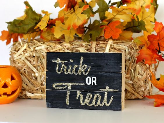 Four sided Wood block sign, $28 from CleverNestShop on Etsy! Merry Christmas, Happy New Year, Trick or Treat, and Give Thanks $28 from CleverNestShop on Etsy!  #rusticwoodsign #woodblocksign