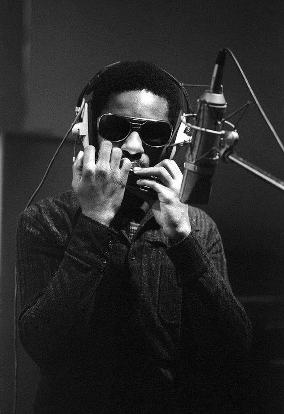 Cool black and white photo of the great Stevie Wonder ...
