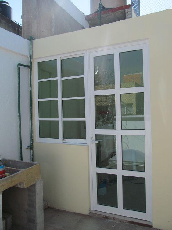 Puerta bandera de aluminio ventanas pinterest for Puertas para patio interior