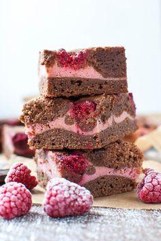 Rosa Himbeer-Brownies (zum Muttertag) Creme nach Angabe in den Kuchen. Nicht sparen! 45 min Backzeit