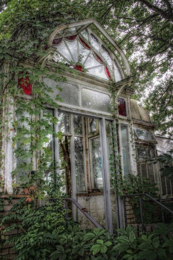 Via Myron Rice /Chic, Shabby & Chic photo of abandoned conservatory