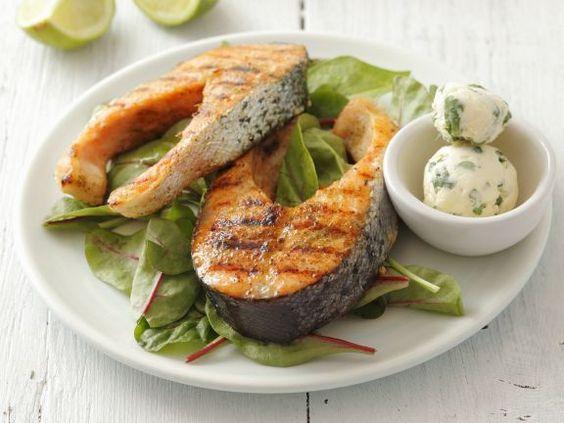 Lachskoteletts vom Grill ist ein Rezept mit frischen Zutaten aus der Kategorie Meerwasserfisch. Probieren Sie dieses und weitere Rezepte von EAT SMARTER!