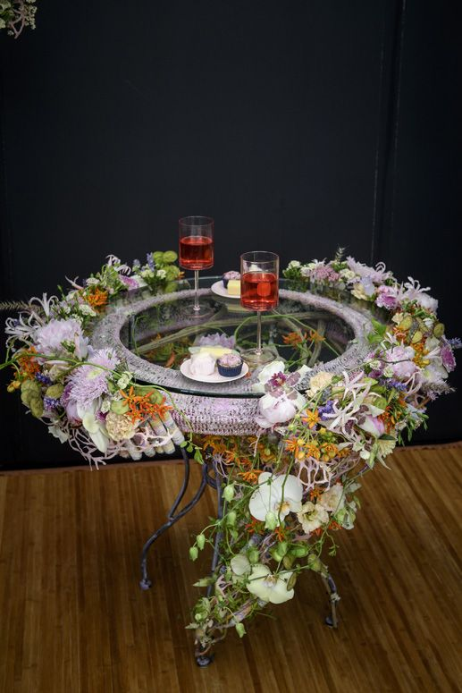 Laura Leong Is Interflora Florist Of The Year See Her Winning Designs Florist Design Competitions Table Decorations