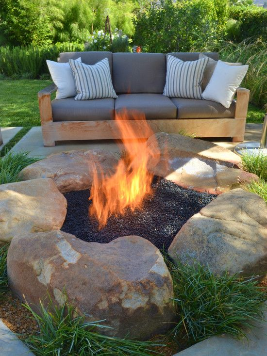 BACK YARD IDEA: Patio Design, Pictures, Remodel, Decor and Ideas - page 8 This is an interesting take on a firepit. Also like the cement squares separated for grass to grow between. Hmmmmm.