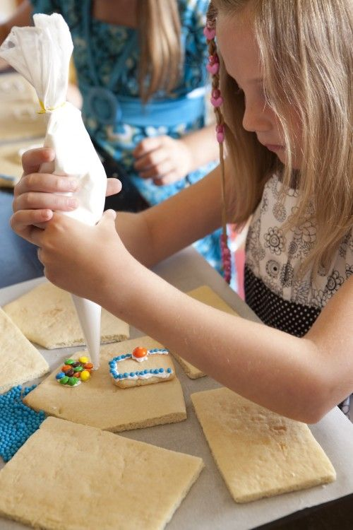 Que tal uma festinha onde as crianças participem da decoração? A Festinhas & Lembranças faz pra você.