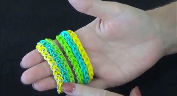 Rainbow loom : un bracelet triple en chaîne simple Hyper tendance cette année, le bracelet manchette fait beaucoup d'effet en version large sur peau bronzée. Réalisé avec les élastiquesRainbow loom, il supportera sans broncher les bains de mer, la crème solaire… Suivez la vidéo pour reproduire ce modèle niveau débutant.