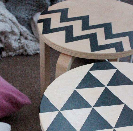 customisation de tabouret ikea frosta diy assises avec formes g om triques noires chevrons diy. Black Bedroom Furniture Sets. Home Design Ideas