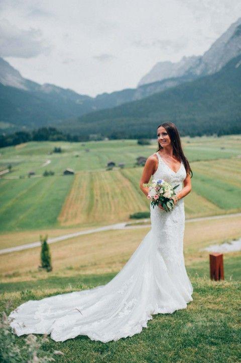 Bridal Dress Pronovias  Wenn glamouröse Alpenromantik das Hochzeitsmotto ist  Hochzeitsplaner Weddings by Silke   Rustic Mountain Wedding Austria