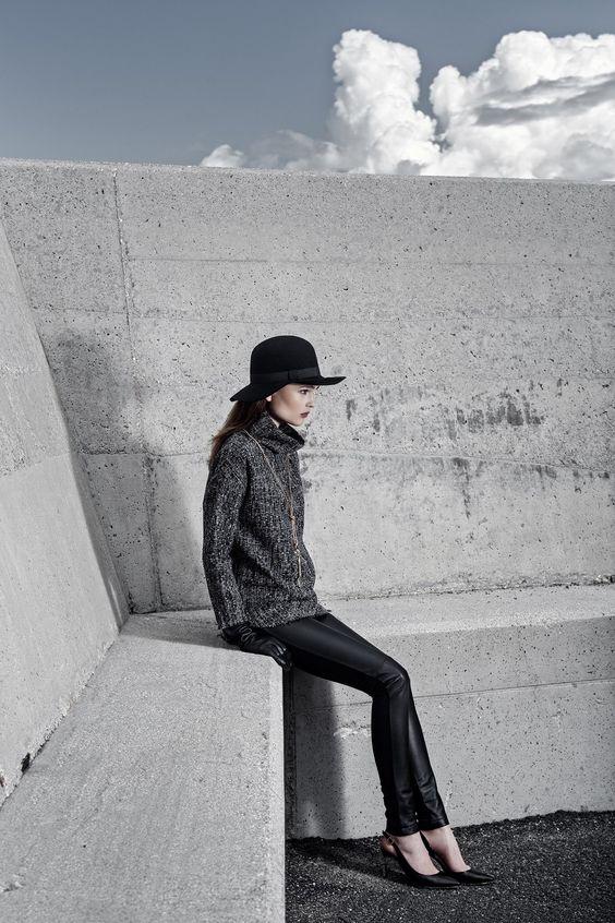#AlphaStudio minimal street mood! Oversized shirt high collar trama Chanel con orli a vivo e leggings in pelle e tecno jersey   #fw2014 #leggings #wool #womensfashion #womenstyle #womenswear #women #knitwear #knit #knitting #knitted #fashion #moda #stylishoutfit #stylish #style #picoftheday #instafashion #instagood #gauge #yarn #stitch #tramachanel #tweed #tricot