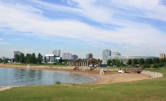 northerly island At the north end of the park today is a beach and a concert pavilion.
