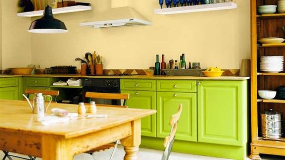 Du vert acidulé dans la cuisine // http://www.deco.fr/diaporama/photo-du-vert-pour-un-esprit-printanier-dans-la-maison-39068/cuisine-vert-acidule-585702/