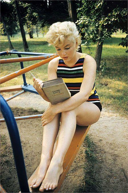 Marilyn reads James Joyce