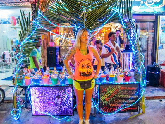 Full Moon Party Thailand | The Blonde Abroad