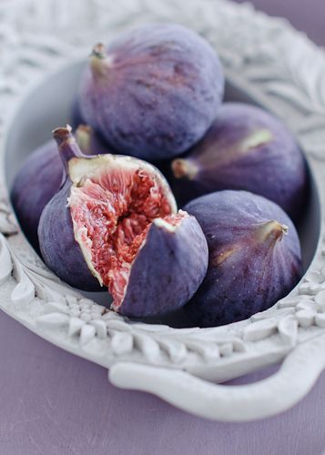 :: beautiful colours on the fig
