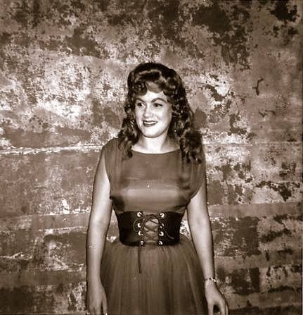 Rare and Stunning picture of Patsy Cline backstage at the Ryman Auditorium. (1962)